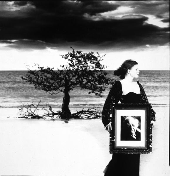beachgirl-tree